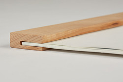 haptik-holzleiste.jpg - d:Kalenderaufhängung aus Holz. - sd: