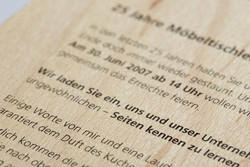haptik-holzmail.jpg - d:Mailing gedruckt auf Holz. - sd: