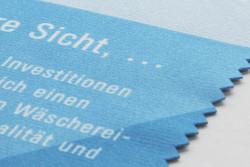 haptik-tuch.jpg - d:Auf Stoff gedrucktes Einladungsmailing. - sd: